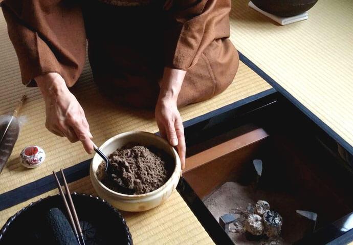 講師宅での茶道と炭手前体験
